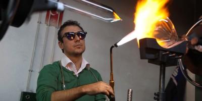 YENİMEK'in cam sanatçısına mesleki başarı ödülü