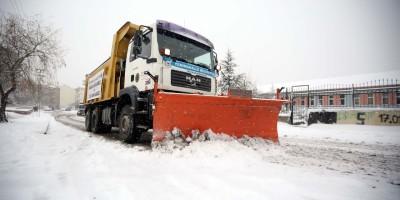 Yenimahalle'de karla mücadele ekipleri iş başında