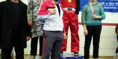Yenimahalle'nin sporcularından madalya şov